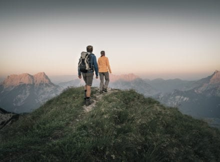 Wandern oben am Berg