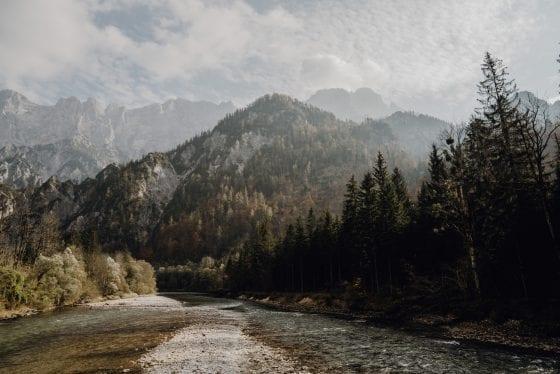 Aussicht auf Berg von Bach
