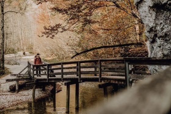 Brücke über Fluss - Etappe 9
