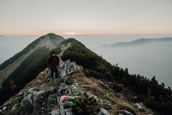 Wanderung am Berg auf Etappe 9