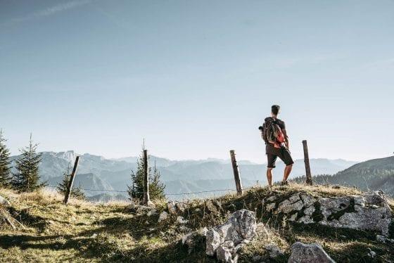 Hoch am Berg mit Ausblick von Etappe 10
