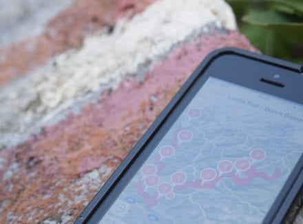 Olympus Digital Camera - Foto eines Handies mit Routenansicht